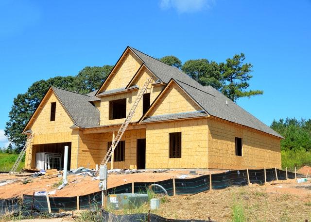 Dvojposchodový rodinný dom vo výstavbe.jpg